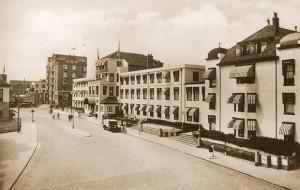 Badhuisplein zirka 1920