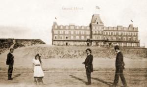 Het Grand Hotel op de Boulevard Barnaart omstreeks 1900
