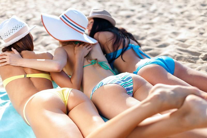 Girls on Zandvoort beach