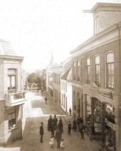 Die Kerkstraat zirka 1888 wahrscheinlich fotografiert vom Hotel Driehuizen