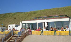 Het eten op het strand in de zomer