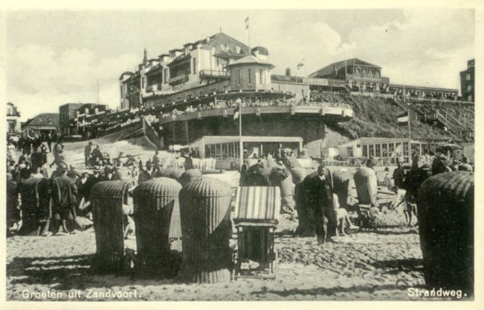 Strandweg mit dem Hotel Groot Badhuis im Hintergrund
