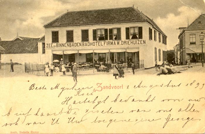 Das Hotel Driehuizen wurde im Jahr 1826 erbaut und stand an der Spitze der Kerkstraat
