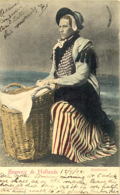 Eine traditionelle Zandvoortfischerin um 1905.