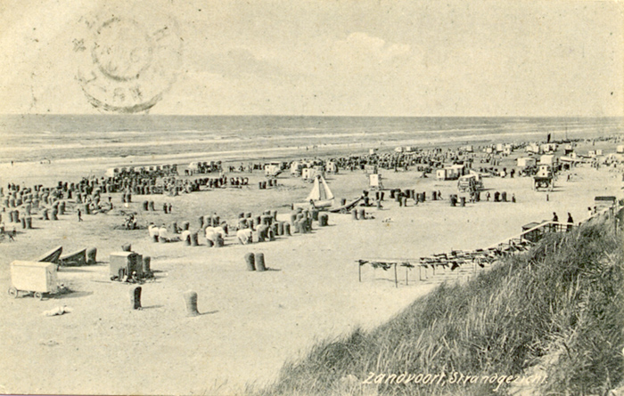 Beach postcard sent to London postmarked 6th Aug 1907