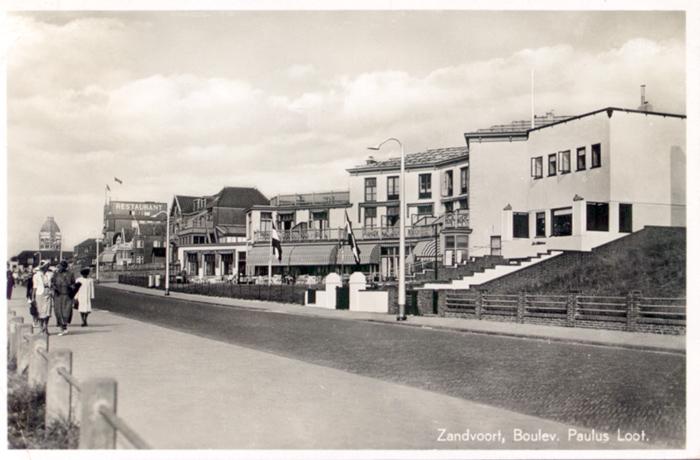 Eine weitere Ansicht des Boulevards Paulus Loot um circa 1939, mit dem Blick in den Norden und dem alten Wassertum in der Ferne.