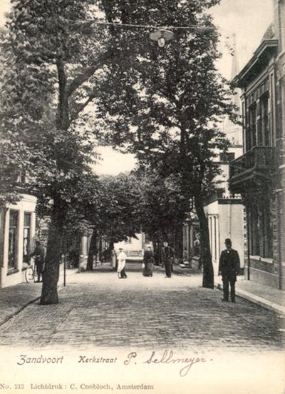 Ein weiterer Blick hinunter zur Kerkstraat in Richtung Kerkplein.