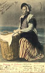 Alte Ansichtskarte von traditionellen Fischerfrau