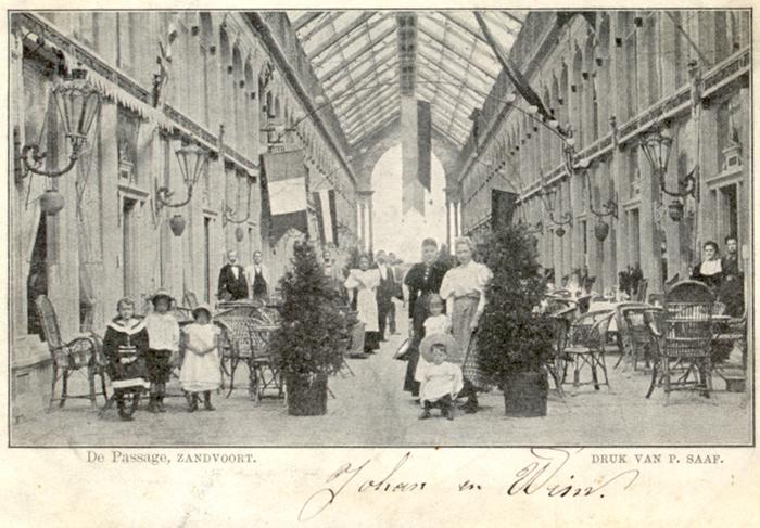 De Passage, foto van circa 1900. Deze kaart heeft een poststempel van 22 juli 1901 op de achterkant.