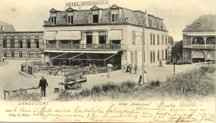Nog een afbeelding van Hotel Driehuizen. Deze kaart is naar Amsterdam verstuurd door iemand die verbleef op Spoorstraat 14a in Zandvoort op 2 juni 1907. Dit hotel schijnt tijdens de bezetting van de Duitsers gebruikt te zijn als bordeel.