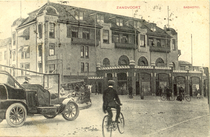 Hotel Groot Badhuis, circa 1909. Deze kaart is verstuurd door iemand met de naam Anni die verbleef op Haltestraat 27 in Zandvoort.