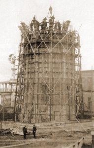 De bouw van de oorspronkelijke toren