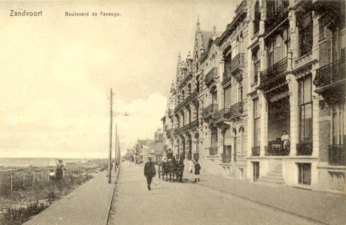 De Boulevard de Favauge. Deze boulevard, in het noorden van de stad, strekt zich uit van de Strandweg tot de Jacob van Heemskerckstraat.