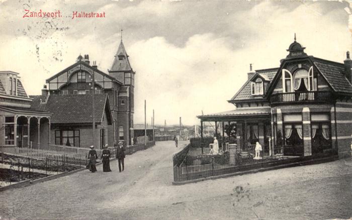 De Haltestraat. De naam komt van de nieuw geopende Haarlem-Zandvoort treinverbinding in 1881.